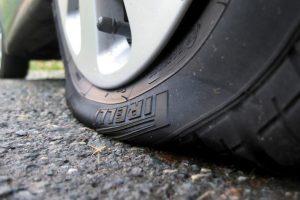 Статья Если спускает колесо автомашины, что делать?